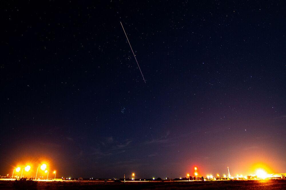 Cápsula com amostra de solo do asteroide Ryugu coletado pela sonda espacial japonesa Hayabusa retorna à Terra