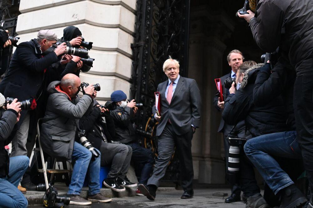 Primeiro-ministro britânico, Boris Johnson, junto de sua residência oficial em Londres