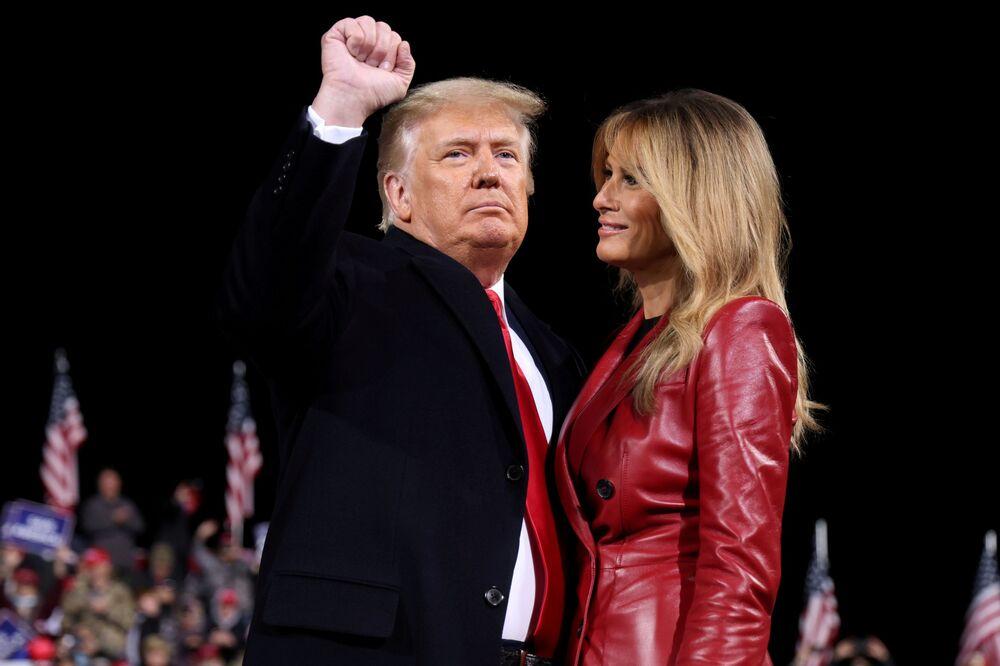 Presidente dos EUA, Donald Trump, com a sua esposa Melania durante campanha no estado da Geórgia