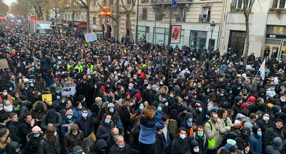 Manifestação contra a Lei de Segurança Global em Paris