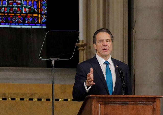 O governador de Nova York, Andrew Cuomo, faz comentários sobre a doença coronavírus (COVID-19) na Igreja Riverside em Manhattan, Nova York, EUA