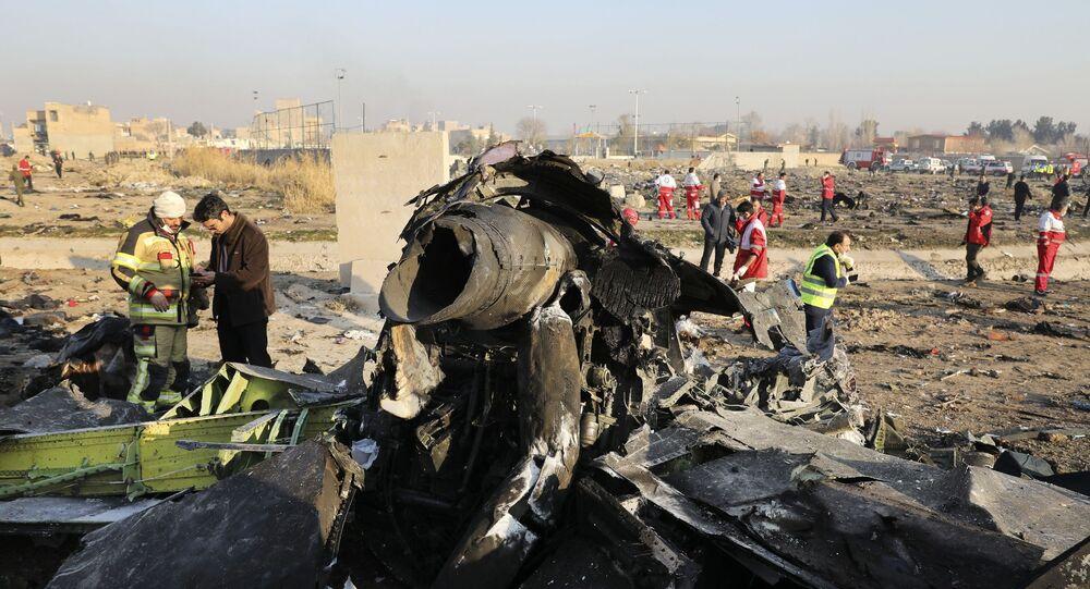 Destroços do avião ucraniano Boeing 737-800 UR-PSR que caiu em 8 de janeiro de 2020, nos arredores de Teerã, Irã
