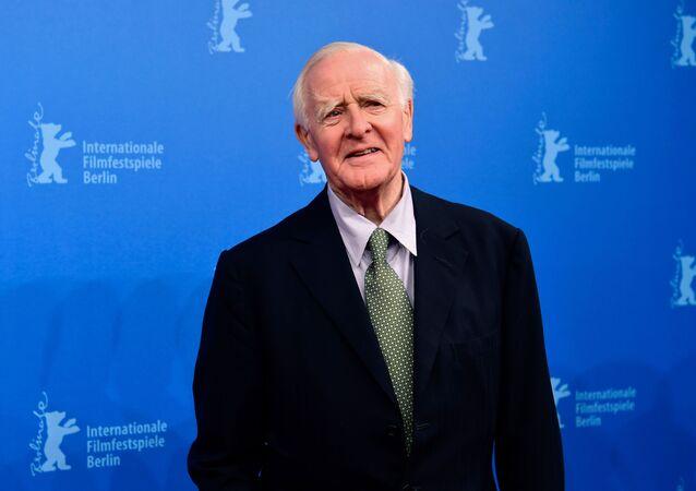 O escritor David John Moore Cornwell, mais conhecido como John le Carré, durante o Festival Internacional de Cinema de Berlim, em 18 de fevereiro de 2016