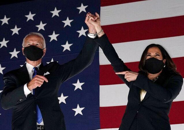 O presidente eleito dos EUA, Joe Biden, e a sua vice-presidente, Kamala Harris, durante a Convenção Nacional Democrata