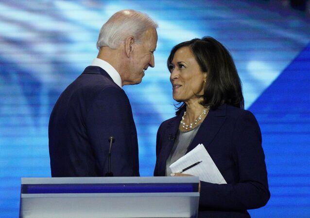 Os então candidatos a presidente e vice-presidente dos EUA pelo Partido Democrata Joe Biden e Kamala Harris, na Universidade do Sul do Texas, em 12 de setembro de 2020