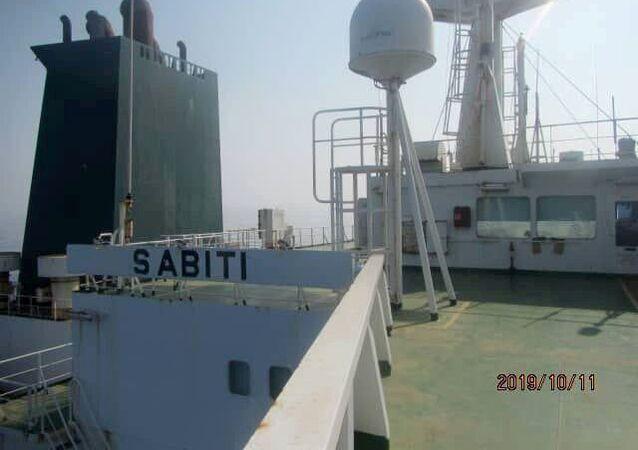 Petroleiro iraniano Sabiti navegando no mar Vermelho