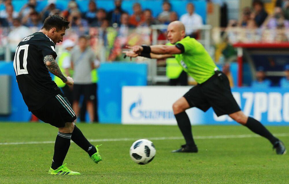 Lionel Messi em partida da Copa do Mundo entre seleções da Argentina e Islândia, 2018