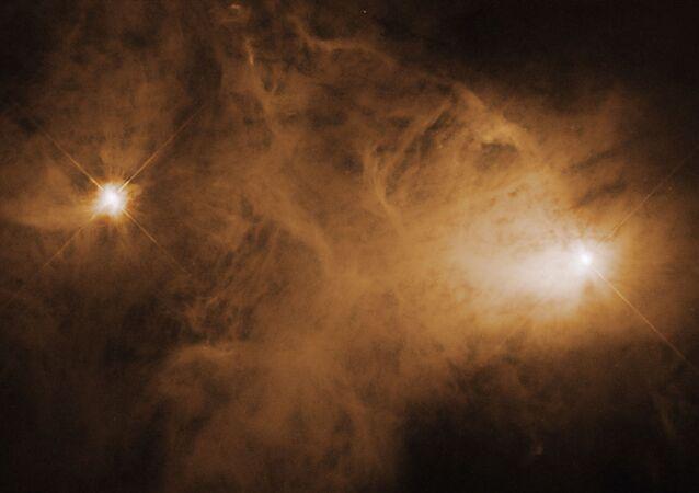 Nebulosa Caldwell 68 é uma nuvem interestelar de poeira e gases. A estrela que ilumina a nebulosa é conhecida como uma estrela T Tauri, um tipo de estrela jovem cujo brilho muda ao longo do tempo. Frequentemente tais estrelas têm discos circunstelares, os quais circundam algumas estrelas jovens e que poderiam se desenvolver em sistemas solares muito parecidos com nosso