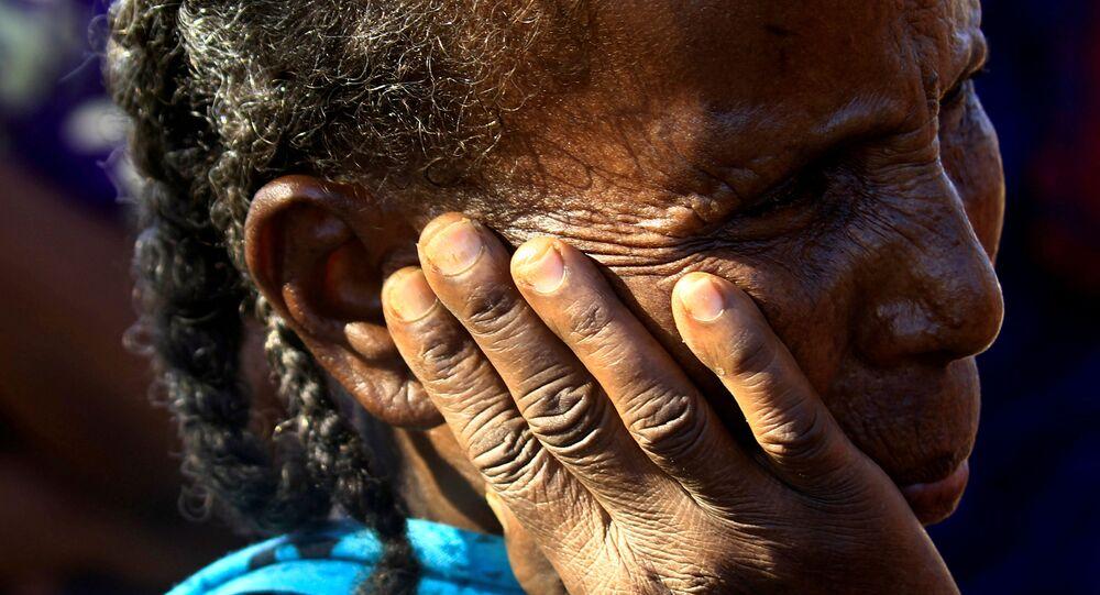 Refugiada etíope da região de Tigré é vista no campo de refugiados de Um-Rakoba no Sudão