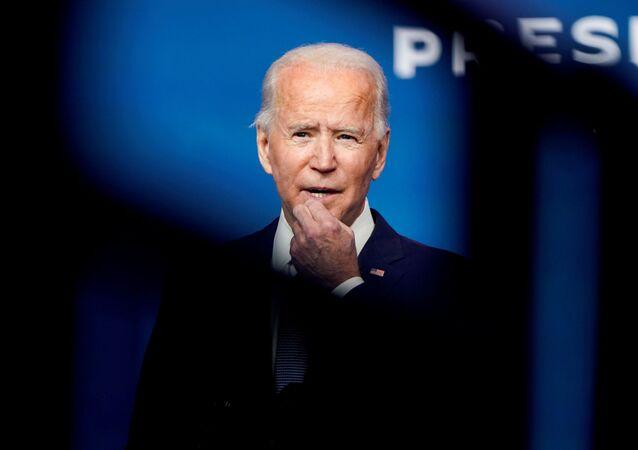 Joe Biden, presidente eleito dos EUA, chega a sua sede de transição em Wilmington, Delaware, EUA, 24 de novembro de 2020
