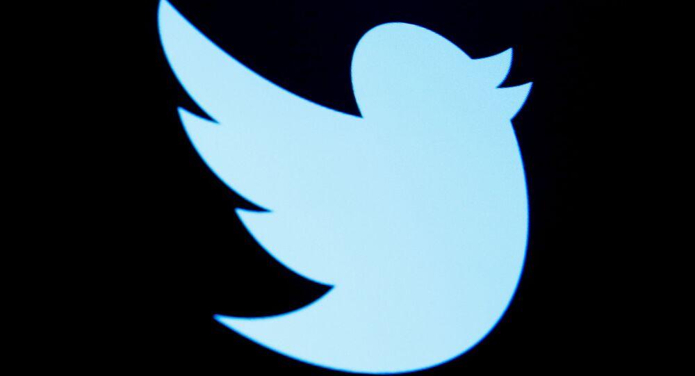 Logotipo do Twitter em uma tela no andar da Bolsa de Nova York na cidade de Nova York, EUA, 28 de setembro de 2016