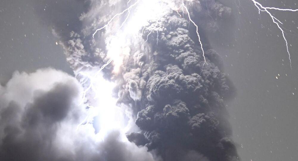 Tempestade elétrica sobre o vulcão Sakurajima, no Japão