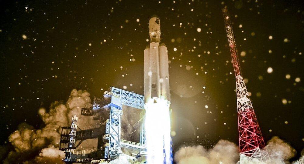 O foguete russo Angara-A5 é lançado desde a base espacial de Plesetsk, no norte da Rússia, em 14 de dezembro. A Rússia realizou o segundo lançamento de seu novo foguete pesado Angara