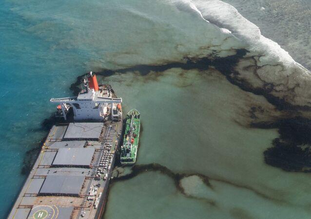 Derrame de petróleo resultado do acidente com a ambarcação MV Wakashio nas Ilhas Maurício