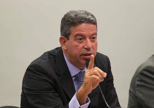 O deputado Arthur Lira (PP-AL) faz pronunciamento em comissão da Câmara dos Deputados.