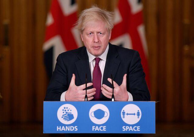 O primeiro-ministro britânico, Boris Johnson, faz pronunciamento à imprensa.