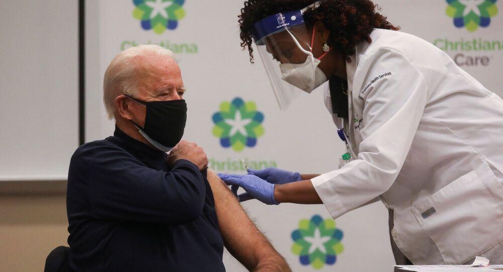 Biden recebe primeira dose da vacina contra a COVID-19