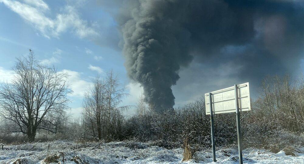 Foto do descarrilamento de um trem carregando petróleo no condado de Whatcom, Washington, EUA, em 22 de dezembro de 2020
