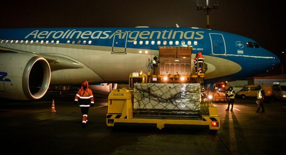 O avião que realiza o transporte da vacina Sputnik V para a Argentina