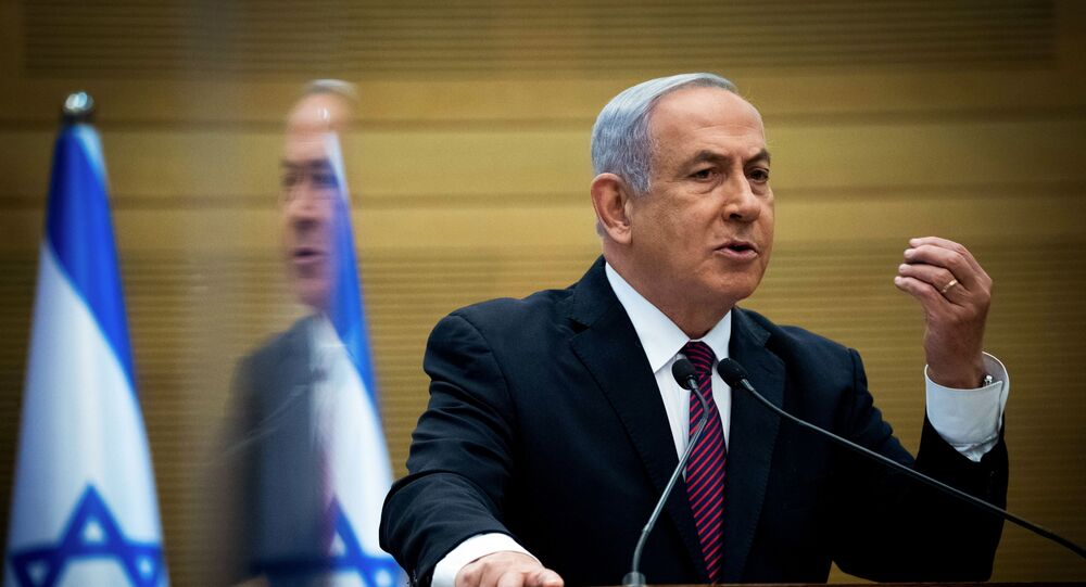 Primeiro-ministro israelense, Benjamin Netanyahu, durante discurso no parlamento israelense, o Knesset, em Jerusalém, 2 de dezembro de 2020