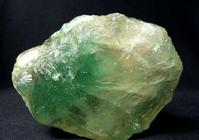 Mineral de cor verde (imagem referencial)