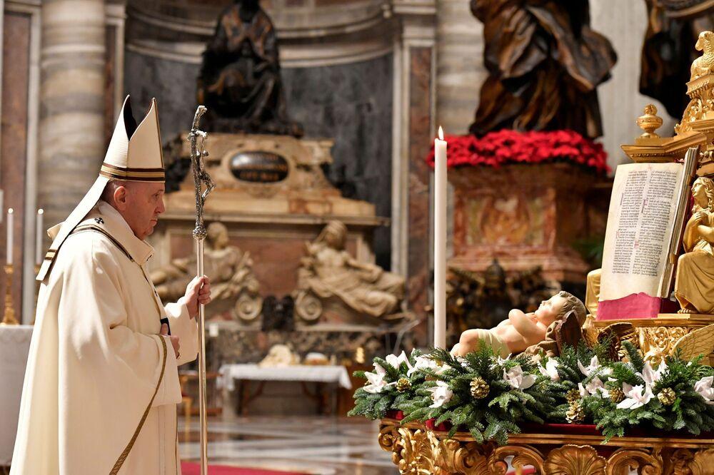 Papa Francisco durante a missa de Natal na Basílica de São Pedro, Vaticano, 24 de dezembro de 2020