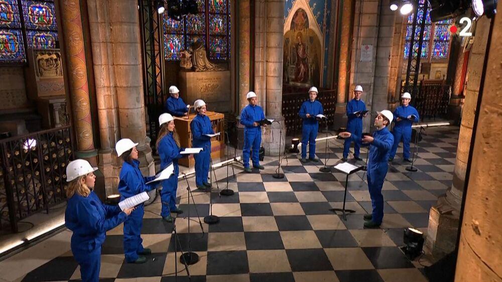Concerto de Natal na Catedral de Notre-Dame de Paris, 24 de dezembro de 2020, pela primeira vez desde o incêndio na catedral de 15 de abril de 2019