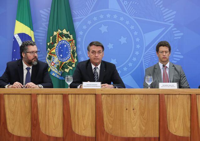 Jair Bolsonaro, presidente do Brasil, durante coletiva de imprensa com o chanceler Ernesto Araújo, o ministro do Meio Ambiente, Ricardo Salles, e o do Gabinete de Segurança Institucional, general Augusto Heleno, em 1º de agosto de 2019, em Brasília