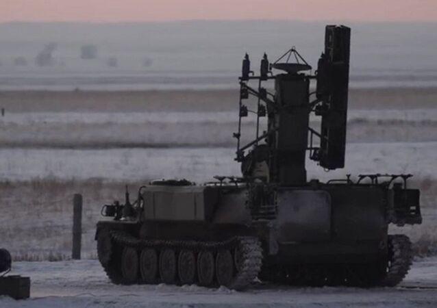 Míssil russo 9М333 da classe Strela-10M, fabricado pelo Grupo Kalashnikov