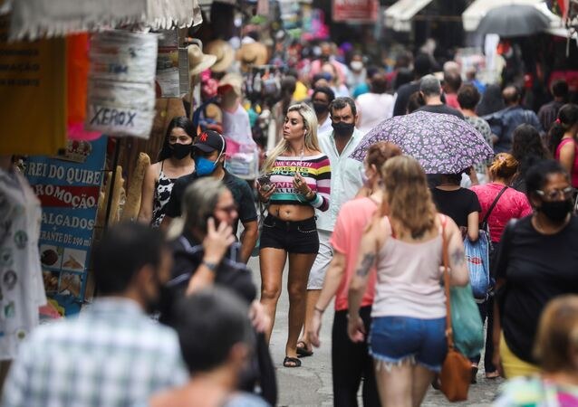 Cariocas indo às compras no Rio de Janeiro no dia 23 de dezembro de 2020