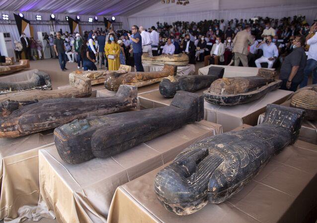 Arqueólogos descobrem 59 sarcófagos com múmias de mais de 2.600 anos em Saqqara, Egito
