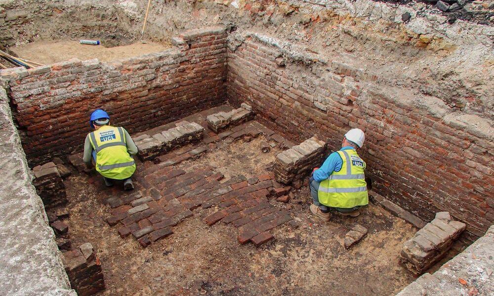 Arqueólogos encontram restos de antigo teatro em Londres