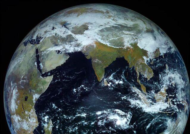 Foto da Terra capturada pela espaçonave Elektro-L com resolução recorde de 121 megapixels