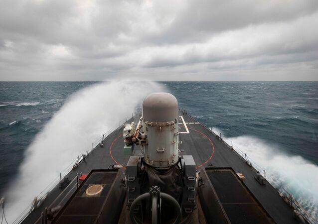 USS John S. McCain, destróier de mísseis guiados, em operações marítimas no estreito de Taiwan, 30 de dezembro de 2020