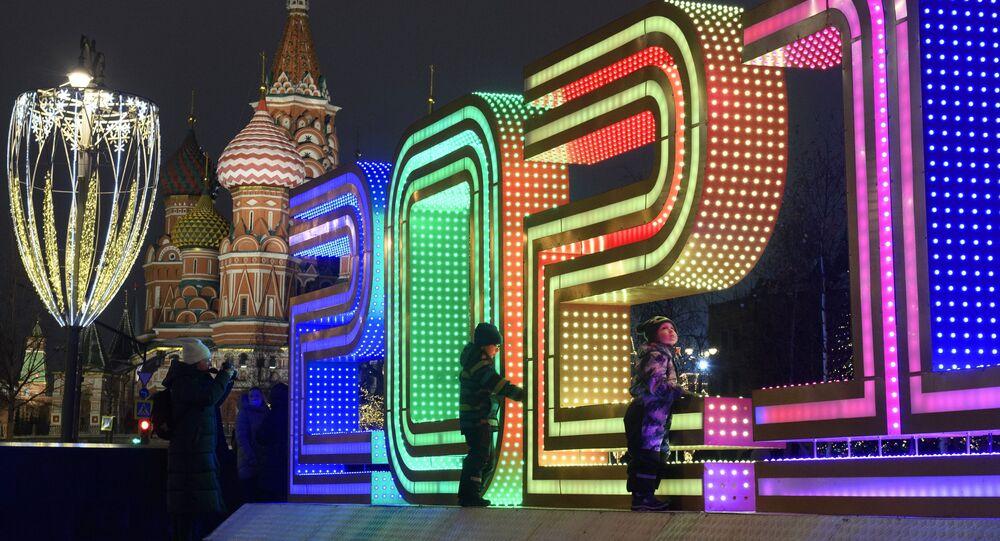 Decoração de Ano Novo na Praça Vermelha, em Moscou, Rússia, 20 de dezembro de 2020