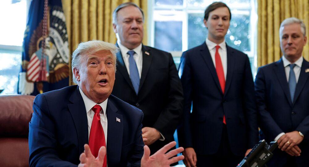 Donald Trump e parte de sua equipe na Casa Branca