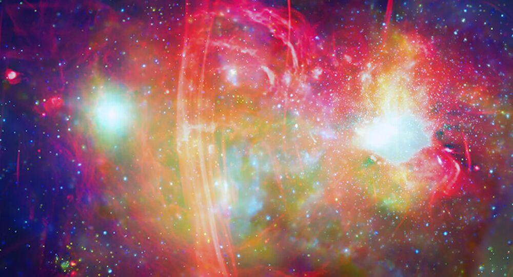 O centro galáctico da Via Láctea, mostrado aqui em ondas de rádio (vermelho) e raios X (verde e azul), tem um buraco negro supermassivo, o Sagitário A*, que pode ter destruído gigantes vermelhas próximas