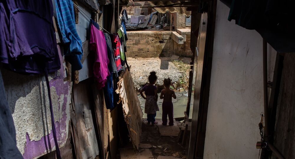 Crianças na favela Nazzali, que, junto com as comunidades de Flamengo e Sucupira, reúne cerca de 16 mil famílias na Vila Nova Cachoeirinha, em São Paulo