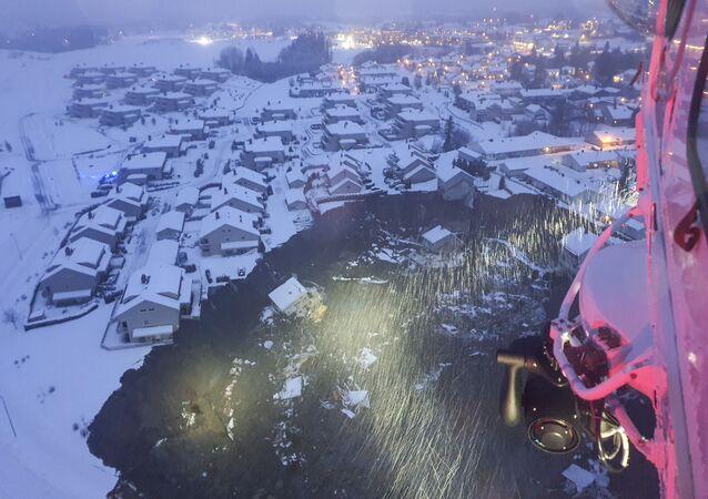 Casas destruídas por deslizamento na cidade de Ask, a 25 km de Oslo, Noruega, 30 de dezembro de 2020