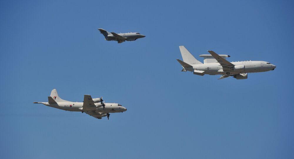 Avião RC-800 (topo), P-3C Orian (à esquerda) e E-737 Peace Eye da Coreia do Sul