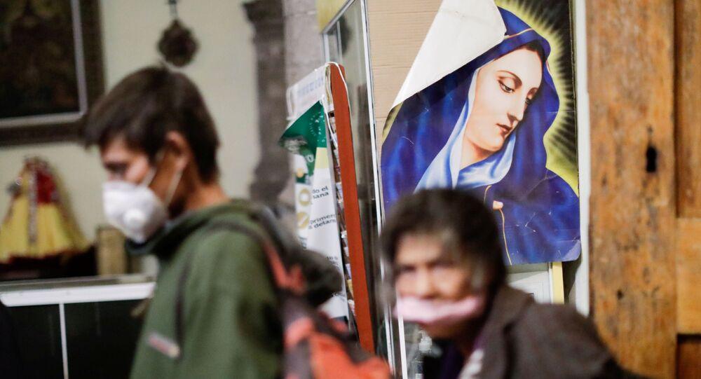 Celebração de ano novo em abrigo para moradores de rua na Cidade do México