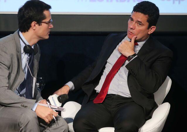 O então juiz federal Sergio Moro e o procurador federal e então coordenador da Lava Jato no MPF, Deltan Dallagnol, participam, em 2017, do Fórum Mãos Limpas & Lava Jato