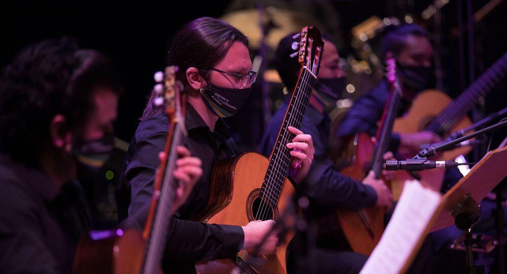 Em Manaus, o Teatro Amazonas, cartão-postal da cidade, reabre ao público com o espetáculo Ovam 20 anos, da Orquestra de Violões do Amazonas, com lotação reduzida em 50%, por conta da pandemia, em 2 de setembro de 2020