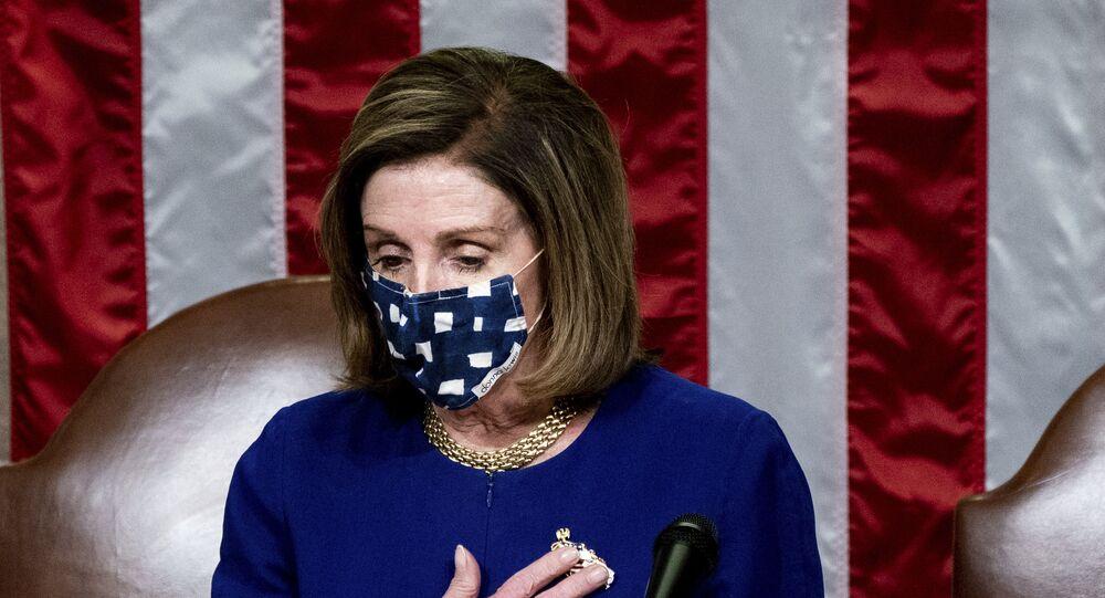 Presidente da Câmara dos Representantes, Nancy Pelosi, discursa no Capitólio, Washington, EUA, em 6 de janeiro de 2021