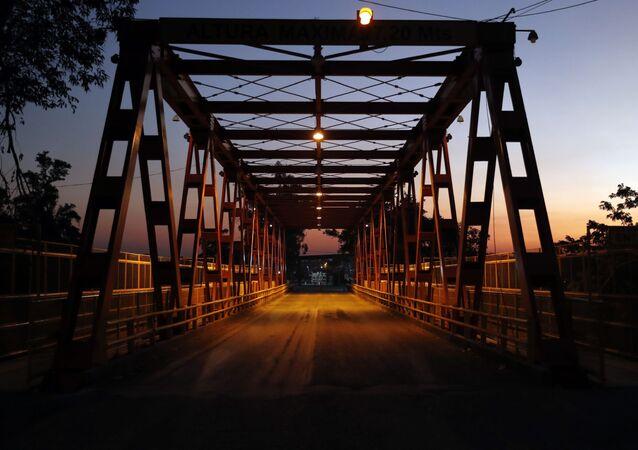Ponte internacional San Ignacio de Loyola, sobre o rio Pilcomayo, que faz a fronteira entre a Argentina e o Paraguai, na altura das cidades de Clorinda e José Falcón