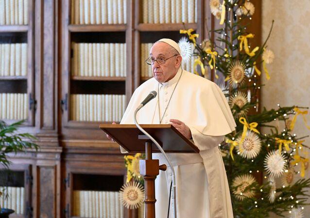 Papa Francisco reza missa virtual durante pandemia da COVID-19.