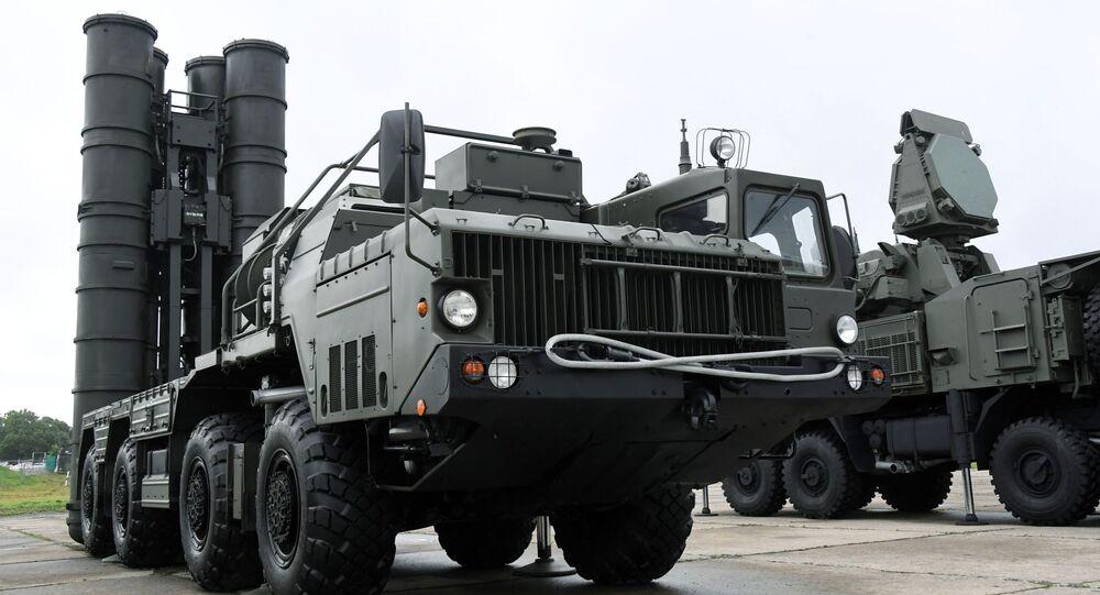 Sistema de defesa antiaérea S-400 (foto de arquivo)