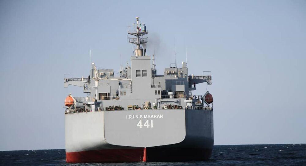 Navio de guerra iraniano Makran antes de se juntar à Marinha do Irã, 12 de janeiro de 2021