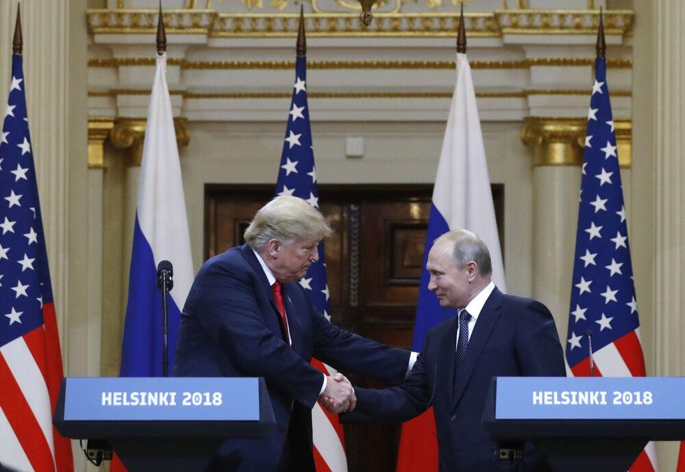 Reunião do presidente russo, Vladimir Putin, com o homólogo norte-americano, Donald Trump, em Helsinque, Finlândia, durante Cúpula Rússia-EUA, 16 de julho de 2018