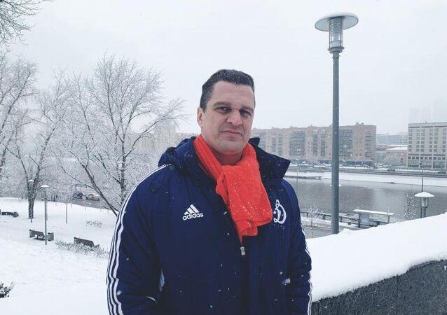 Eduardo Fauzi, suspeito do ataque com coquetéis molotov à produtora Porta dos Fundos, antes de ser preso, na Rússia